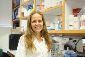 Dr. Claudia Carvalho